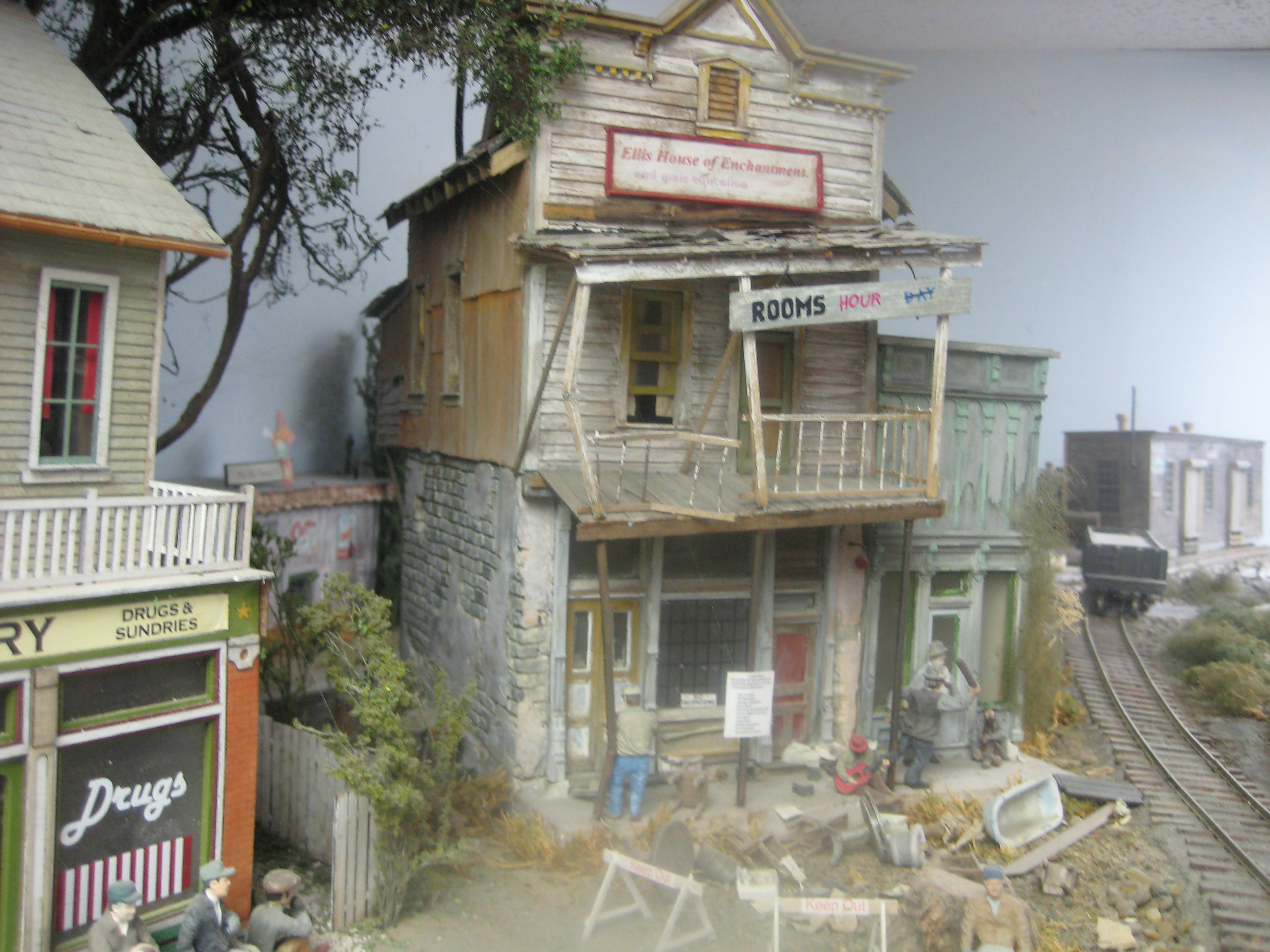 More stunning pics from Tom - Model railroad layouts