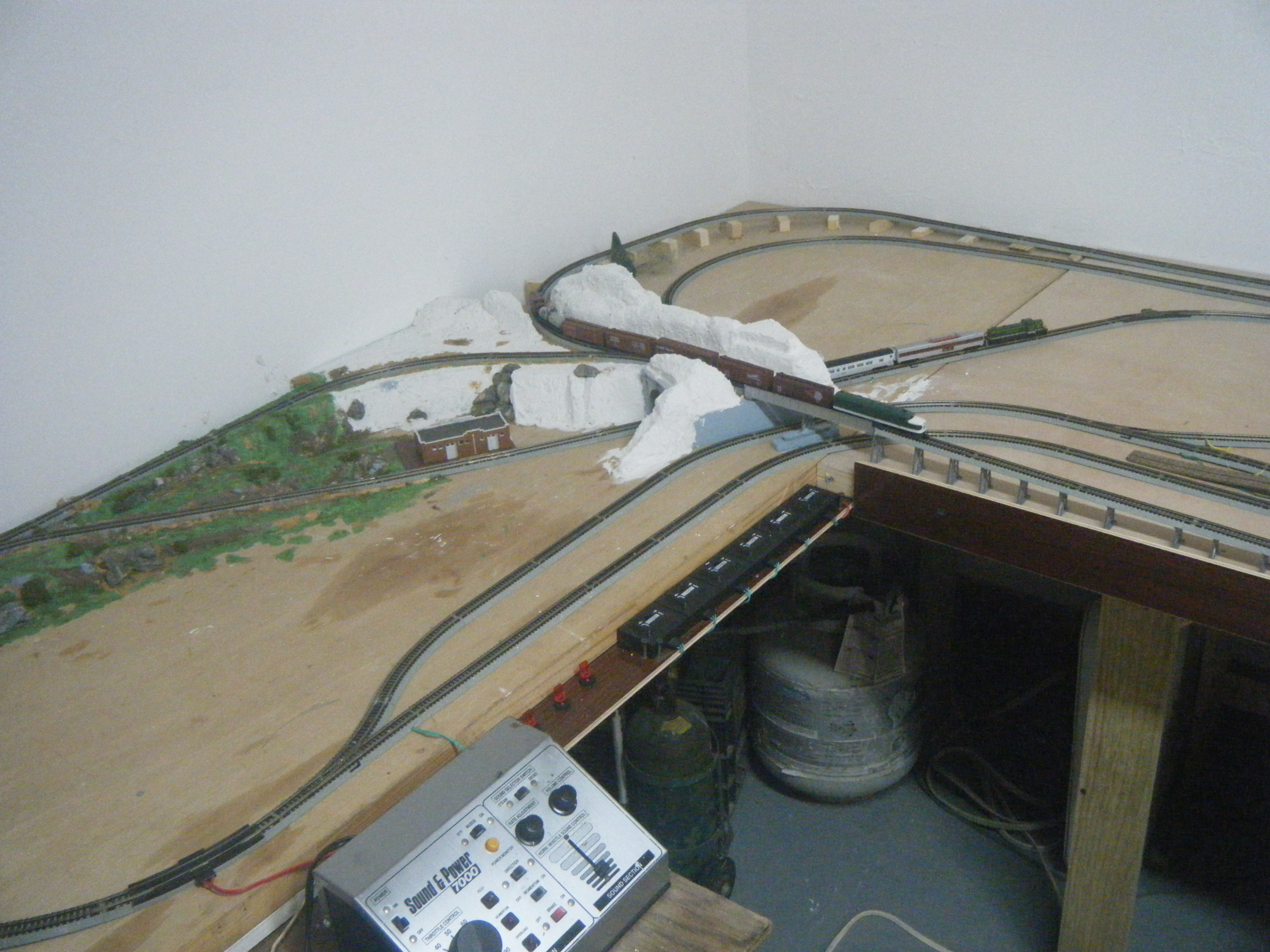 Ed s n scale model railway layouts plans for N scale bedroom layout