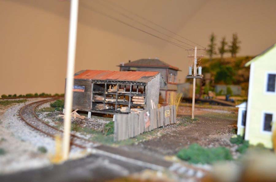 model_railroad_shack