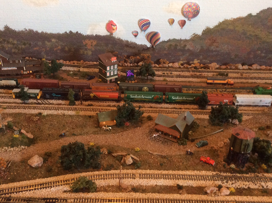 5 trains and balloons