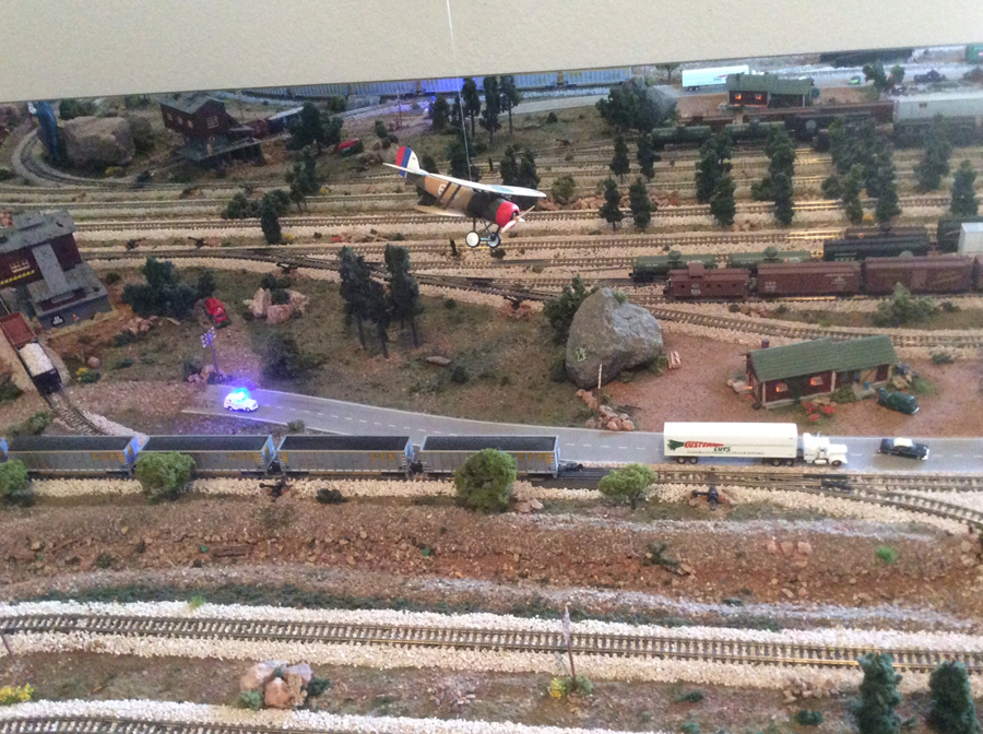 6model train flyover