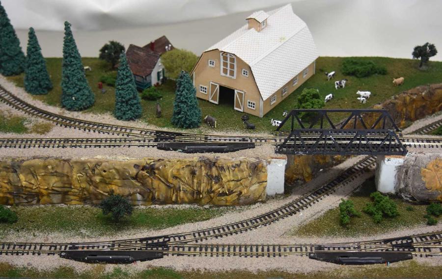 model train barn 4