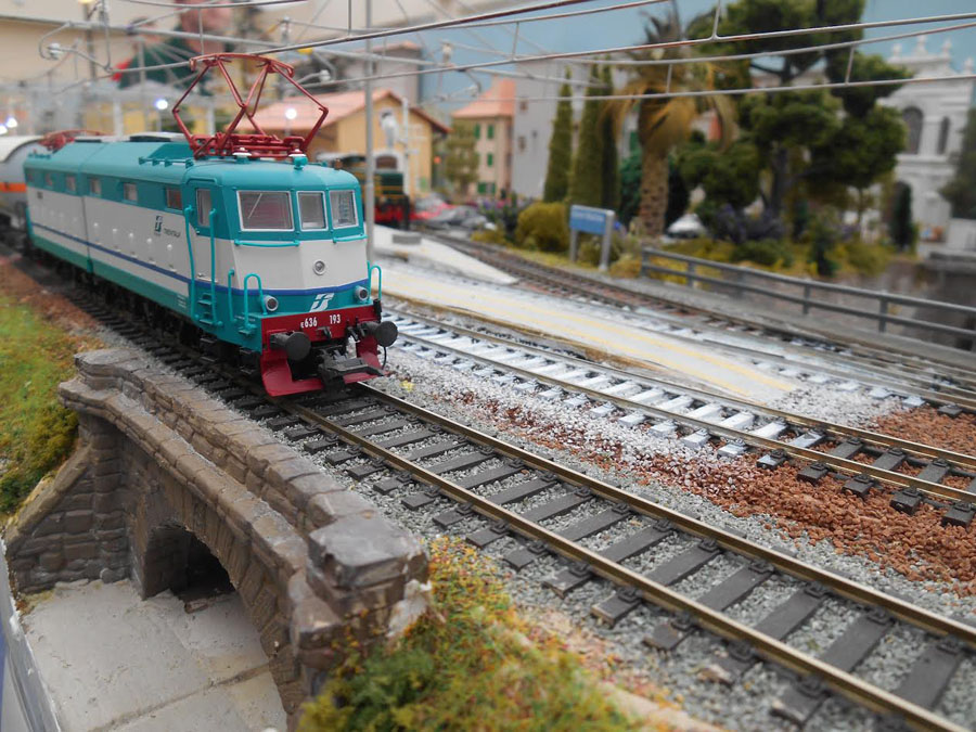 2-railroad-bridge-scene