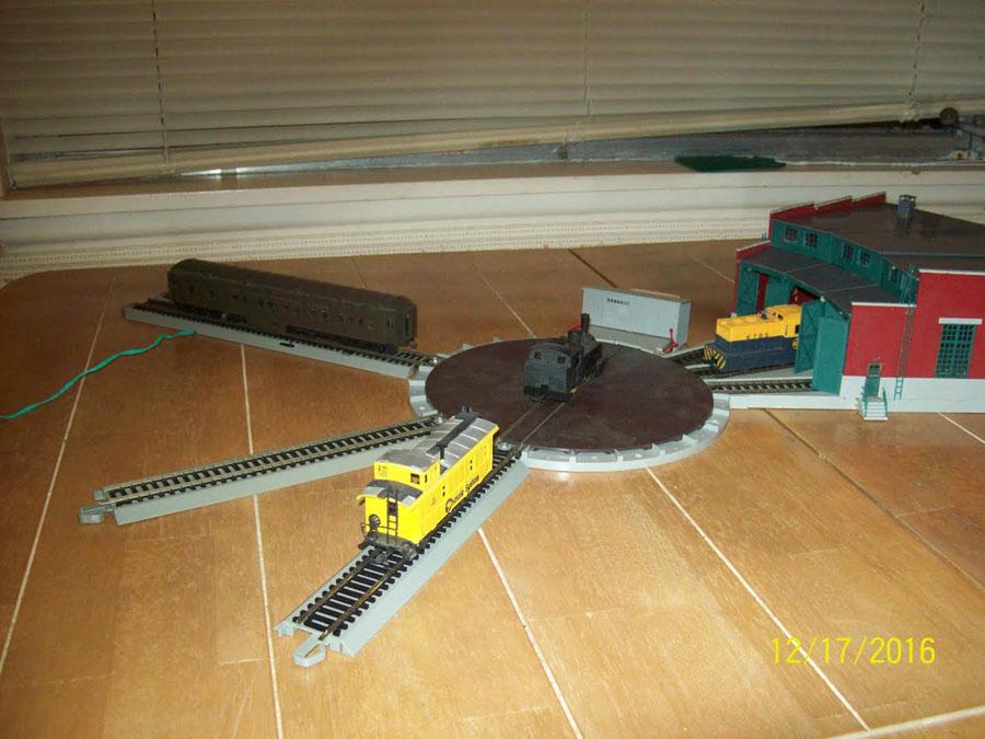 2-model-railroad-turntable