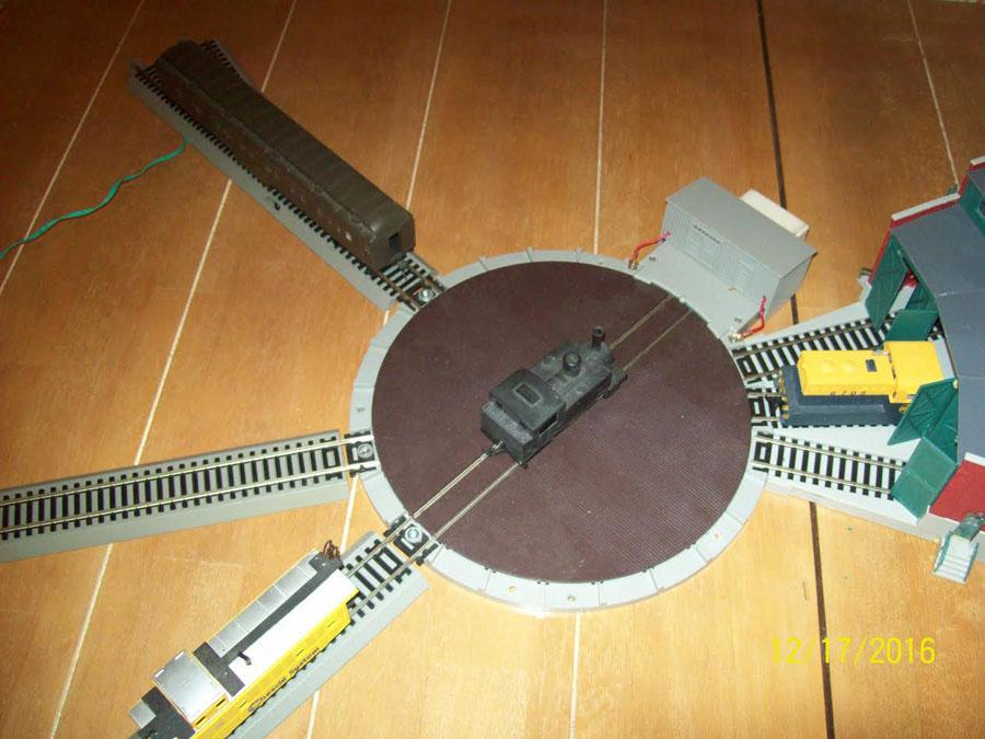 3-model-railroad-turntable