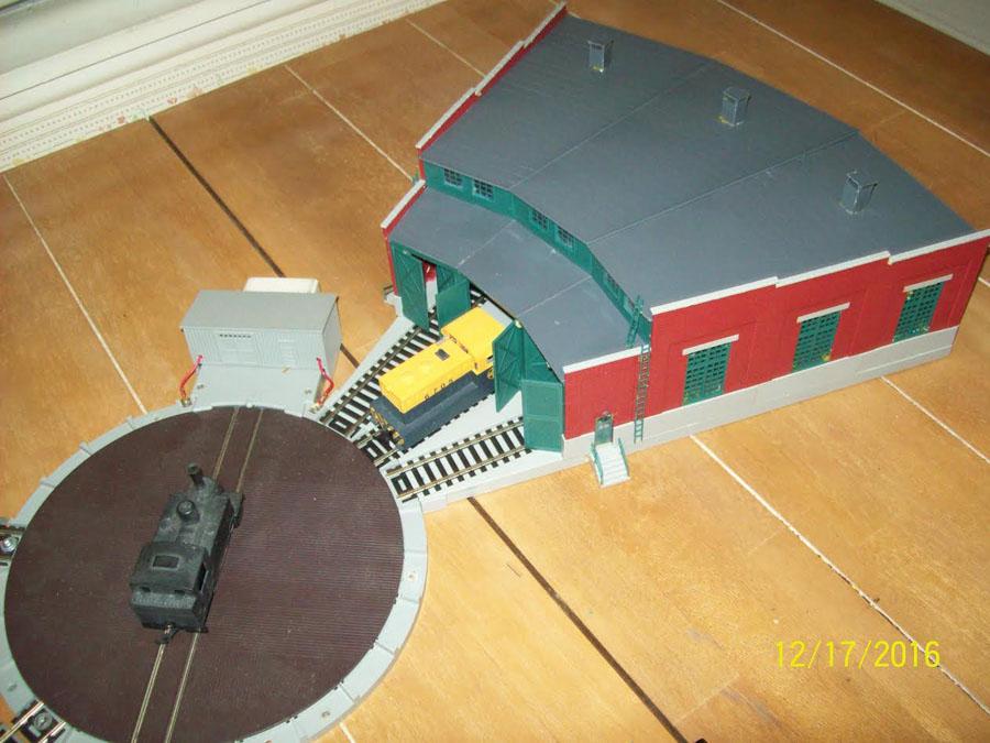 4-model-railroad-turntable