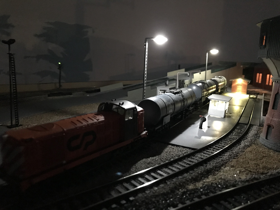 HO layout night time scene
