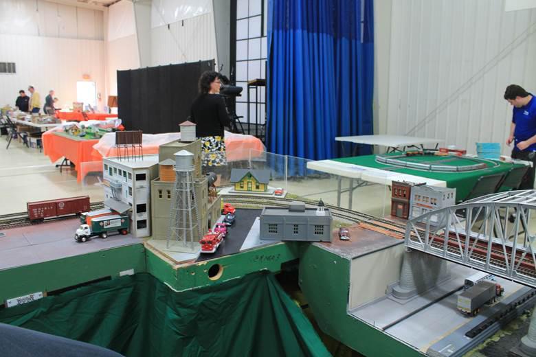 S gauge industrial scene