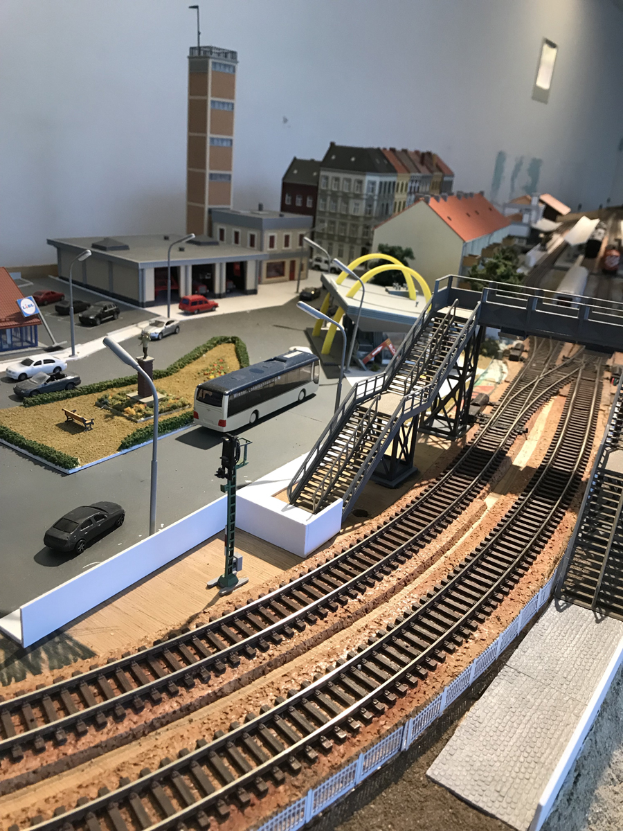 HO layout coach station