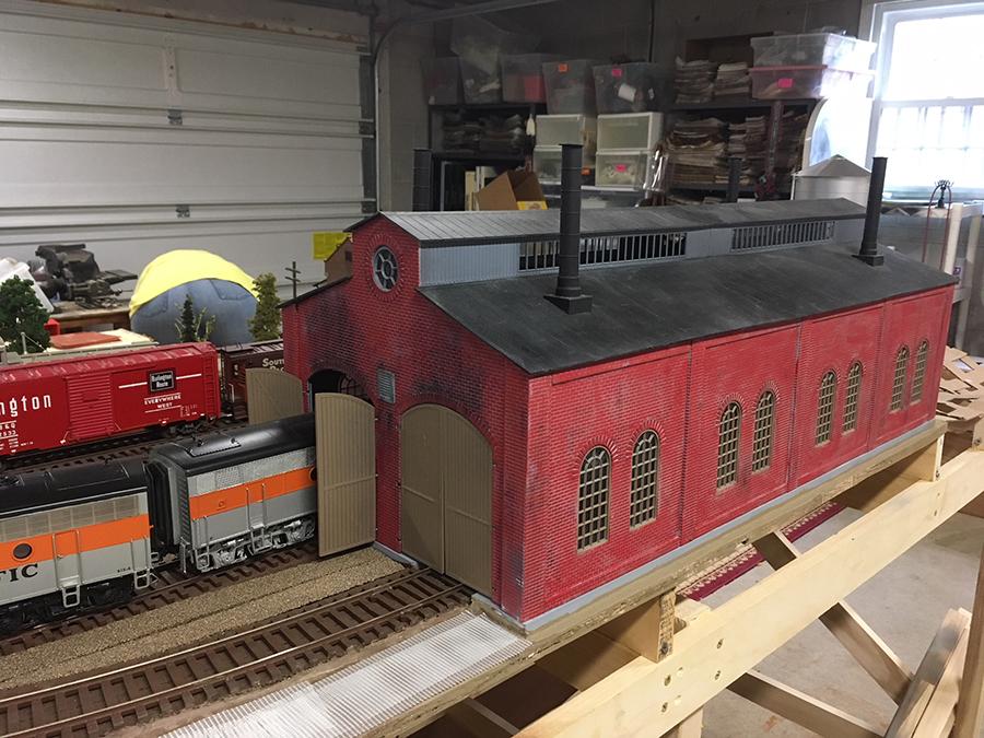 O scale layout engine house