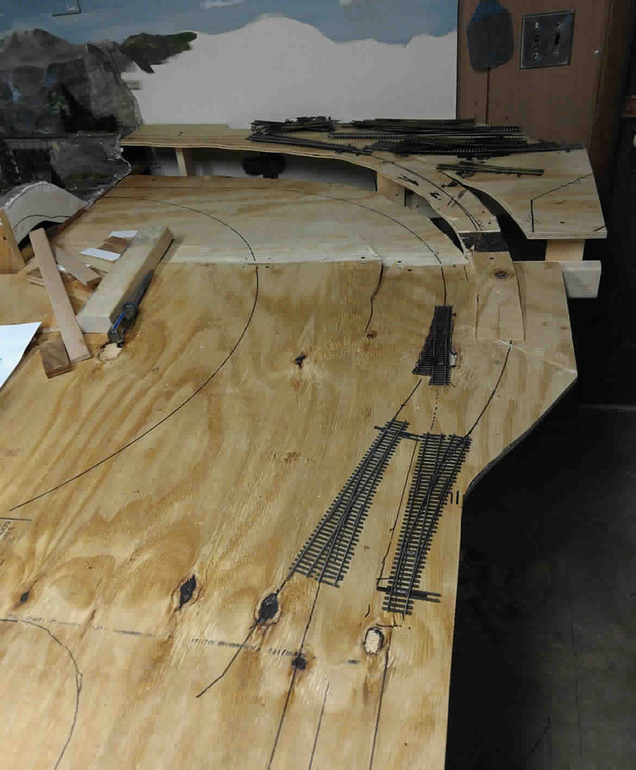 model railroad benchwork