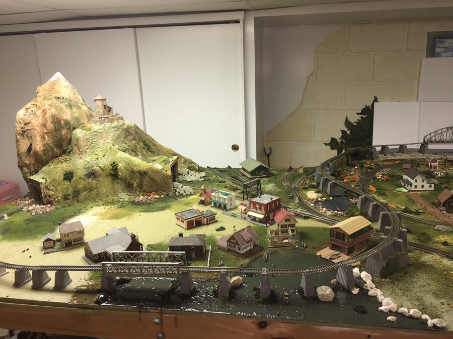 HO model railroad mountains