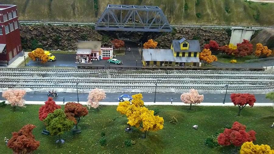 HO model train girder bridge