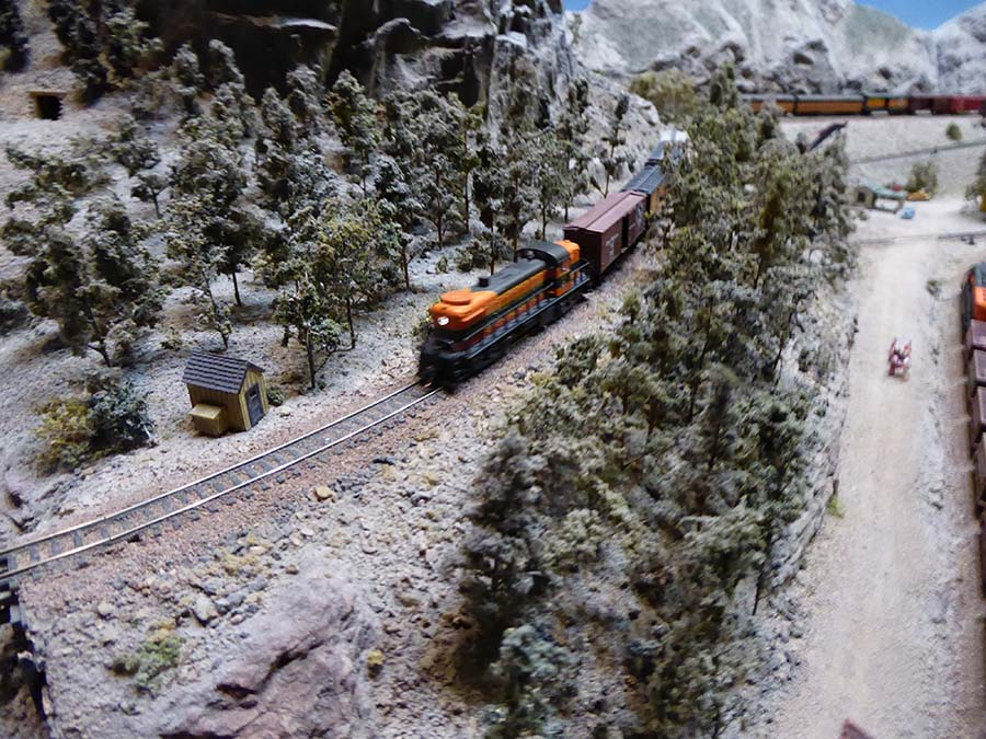 n scale mountain valley