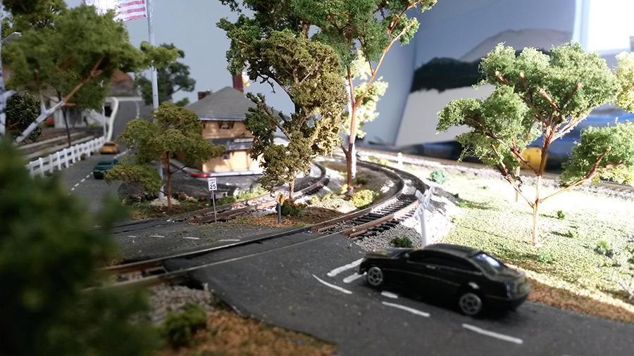 model train road crossing