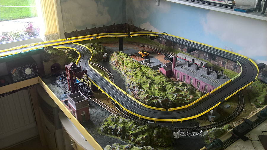 HO model train with race track