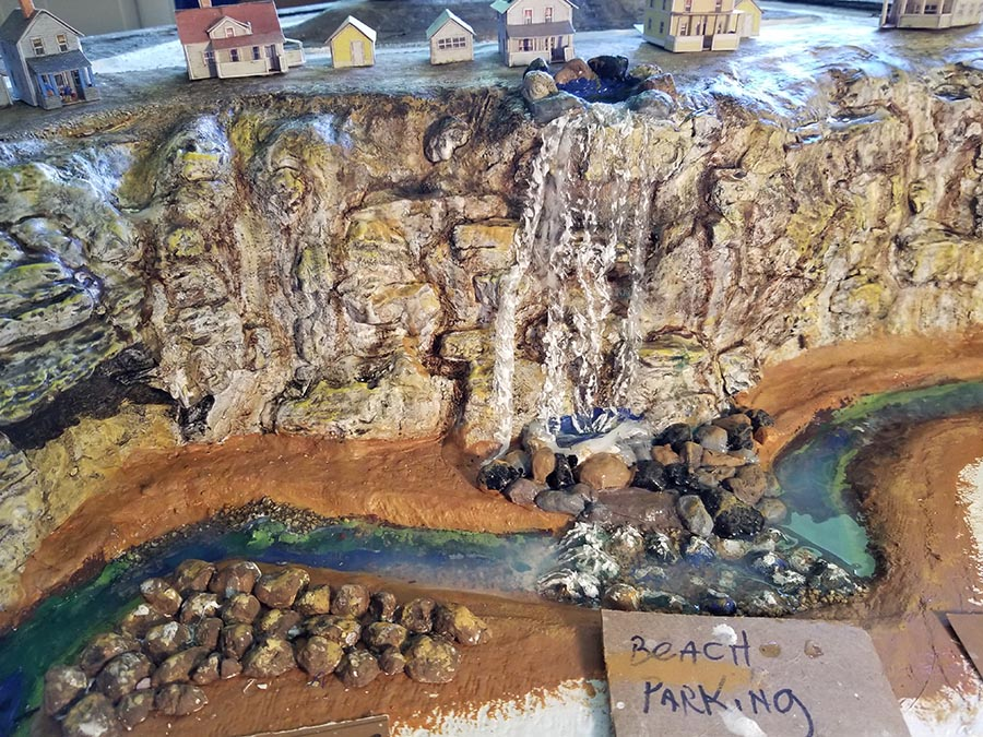 n scale rock face