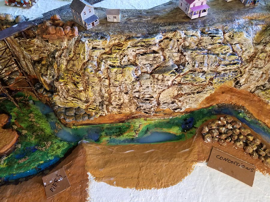 n scale cliff face