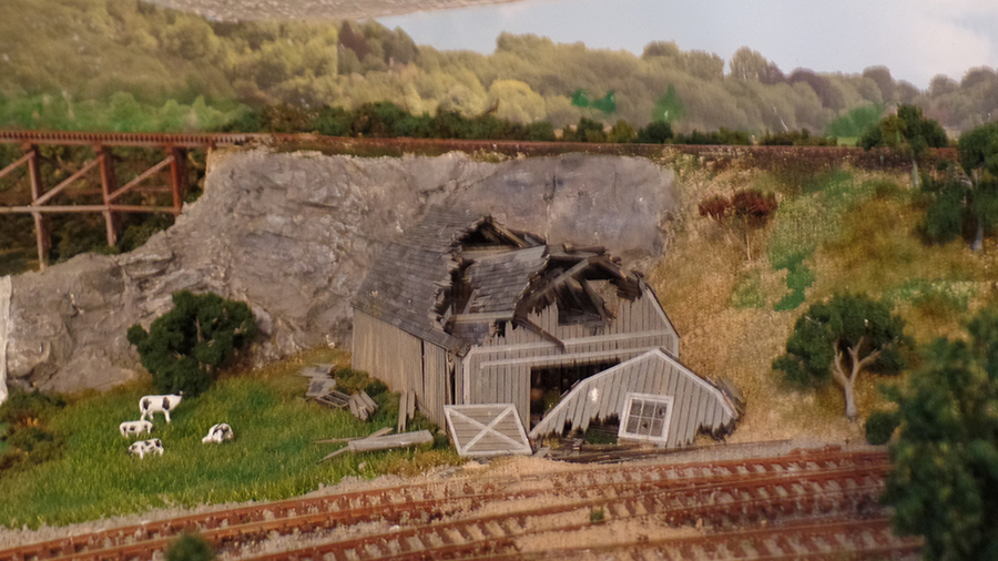 model railroad derelict barn