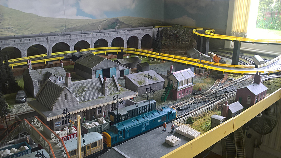 HO model railway with race track