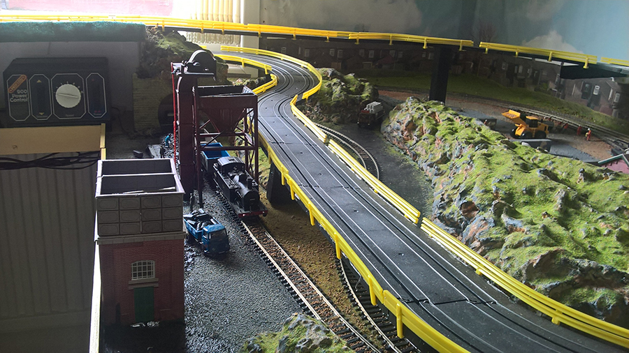 HO model train race track