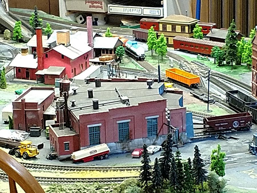 HO scale engine shed
