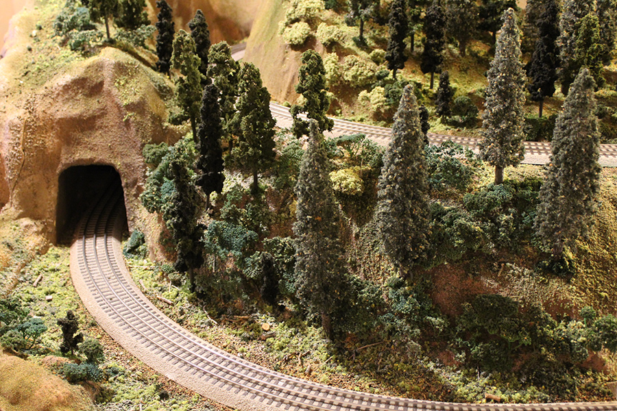 O scale layout mountain