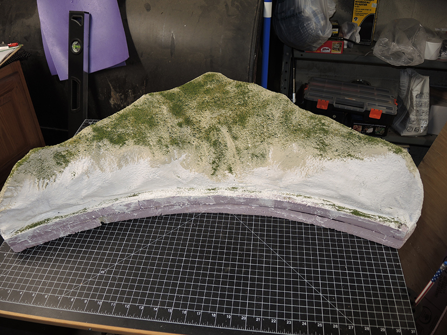 HO model railroad corner piece scenery