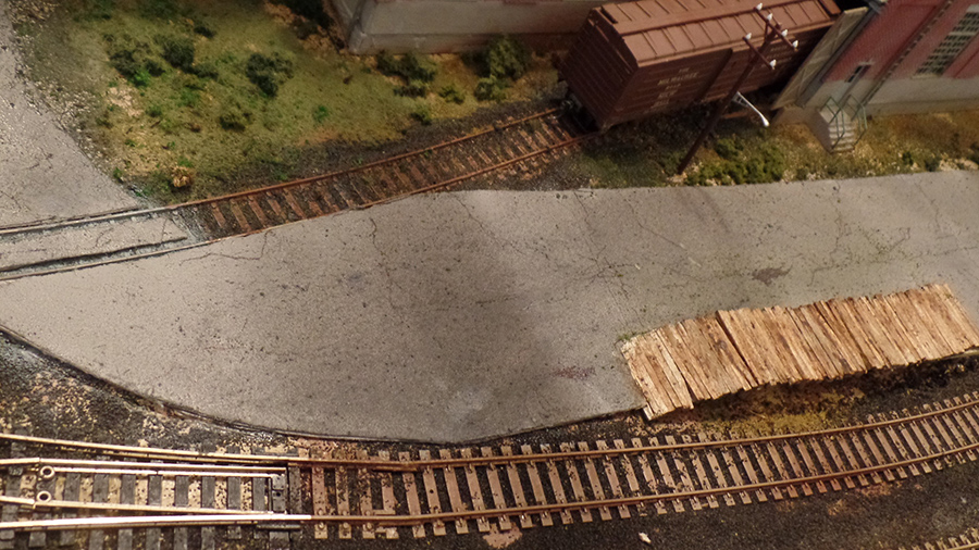 HO model railroad loading platform