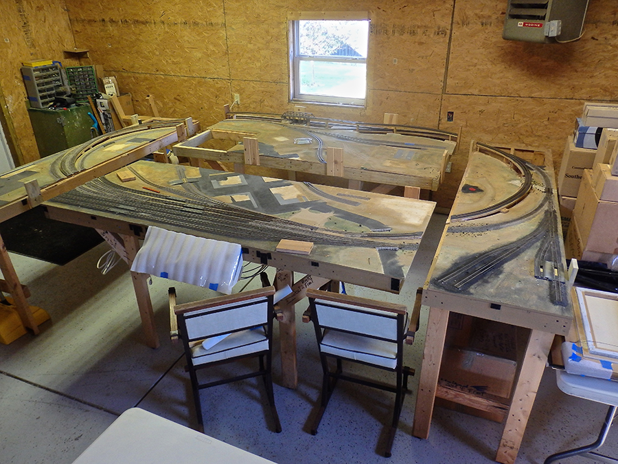 HO scale layout bench