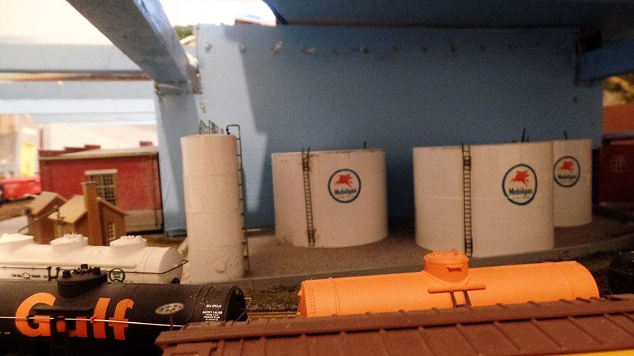 HO scale oil refinery