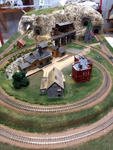 model railroad N gauge figure 8 with inlcine
