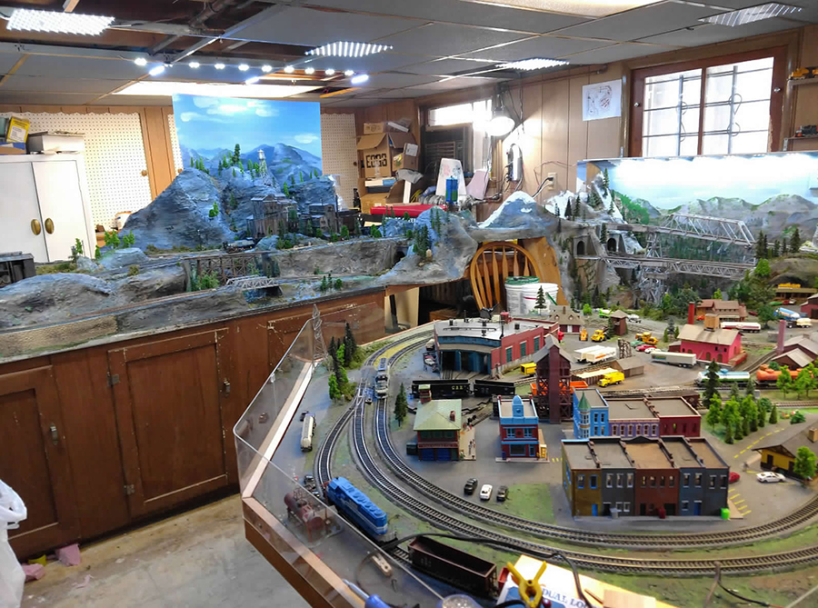 model railroad train room