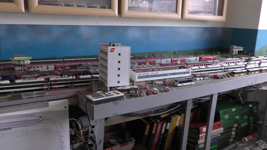 HO shelf layout
