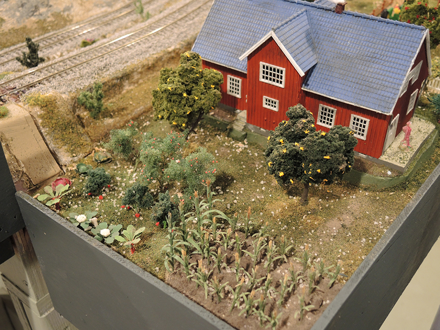 HO scale farm