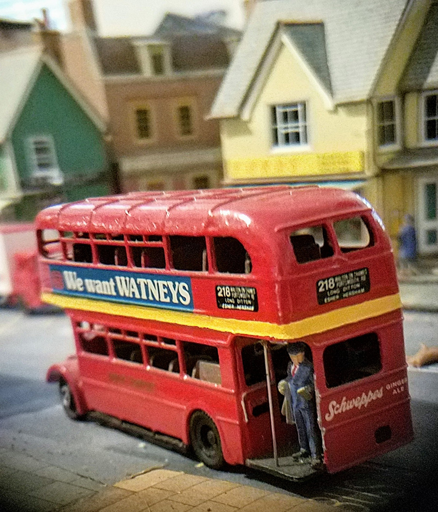 oo scale bus