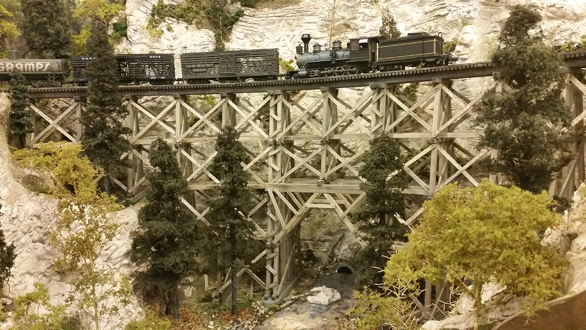 HO scale mining town