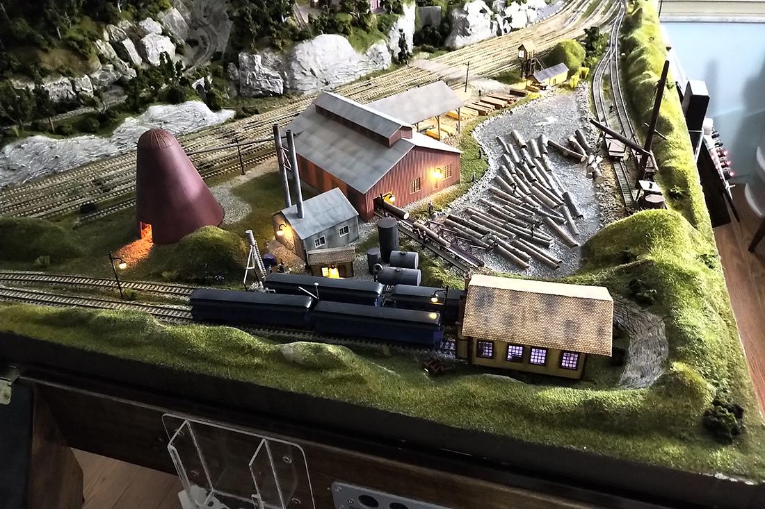 model train lumber shop